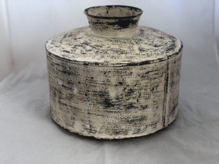 Oude metalen vaas