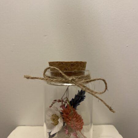 Droogbloemen in glazen buis