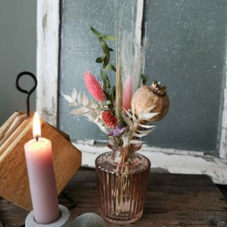 Roze vaasje ribbel met droogbloemen I