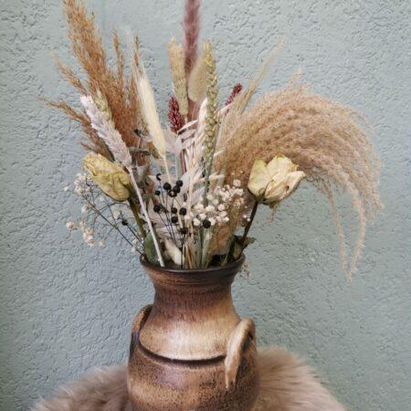 Droogbloemen boeket in vintage kruik