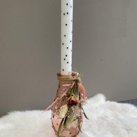 Roze flesje bolletje met toef en hartjes kaars